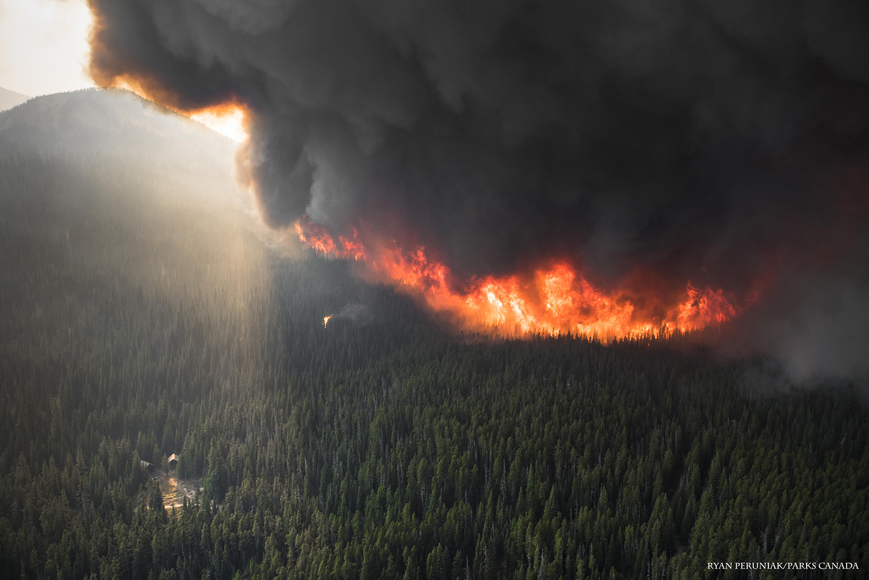 aerial photo of the Kenow wildfire